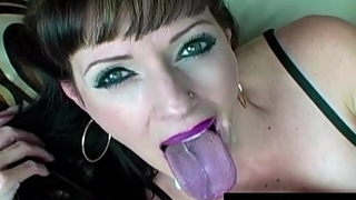 Horny Housewife Shanda Fay Gets 5 CumShots In One Great Vid!