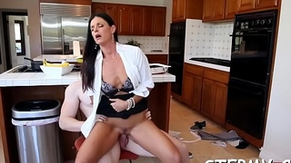 Juicy stepmoms constricted pussy
